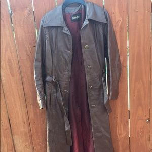 NEIMAN MARCUS TRENCH COAT (ties as well as buttons